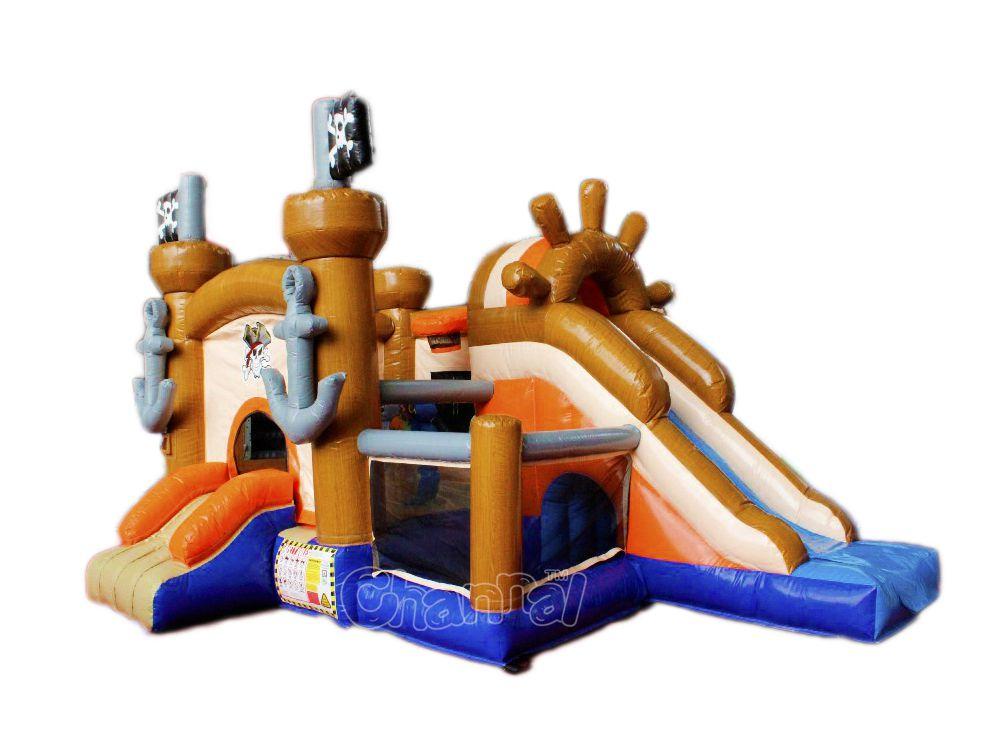 chateau gonflable navire pirate pour les enfants