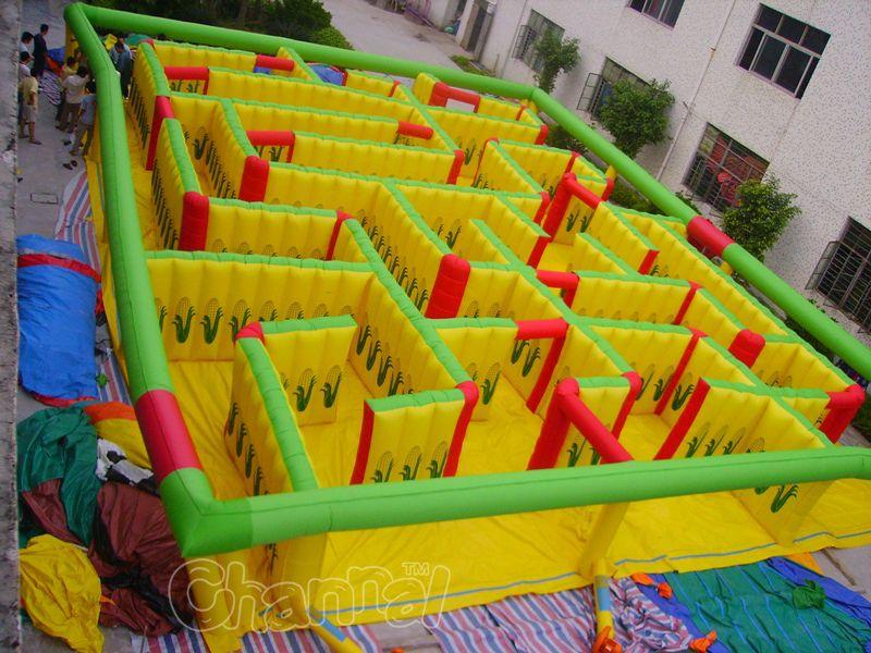 labyrinthe de maïs gonflable geant