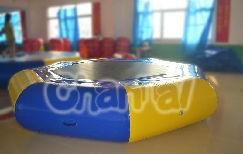 trampoline à eau gonflable octogone pas cher
