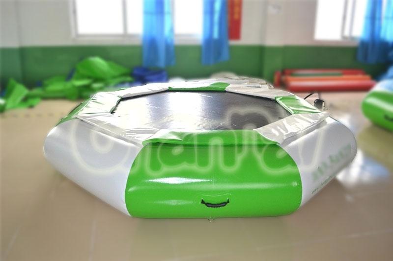 trampoline gonflable aquatique a vendre